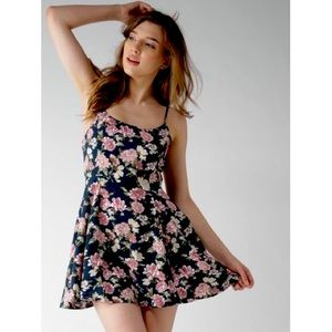 FOREVER 21 Floral Criss Cross Strappy Dress